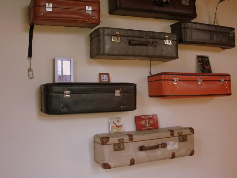 Aanbieding: Muurset van halve vintage koffers, € 100 voor 6 stuks (uit te kiezen)!