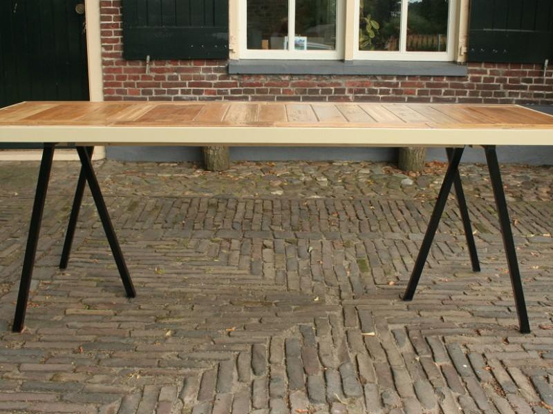 Grote tafel van oude sigarenplanken, NU €495,-