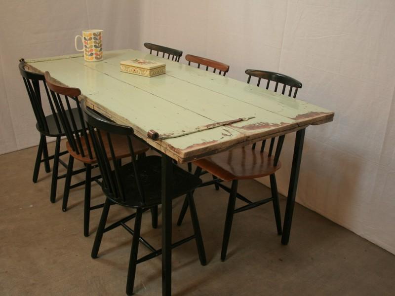 Tafels / bureaus van oude staldeuren € 295,-