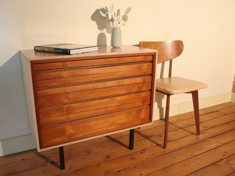 Multiplex dressoir met vintage ladenkastje € 275,- / verkocht