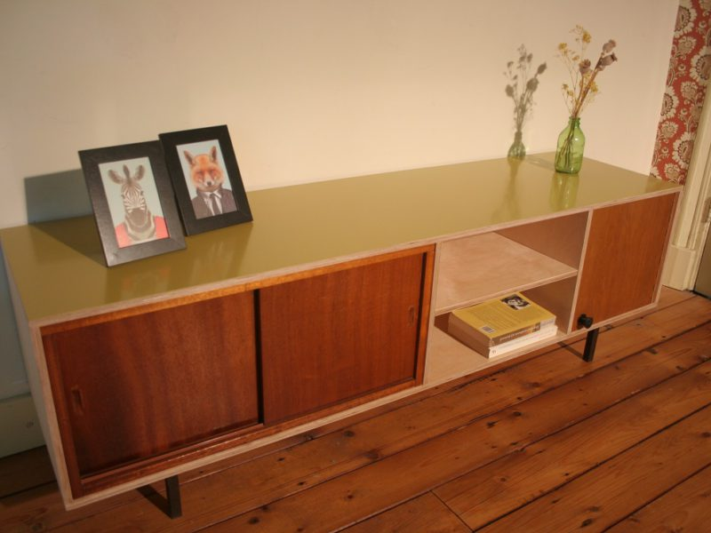 multiplex dressoir met schuifdeurtjes, € 595,- / verkocht