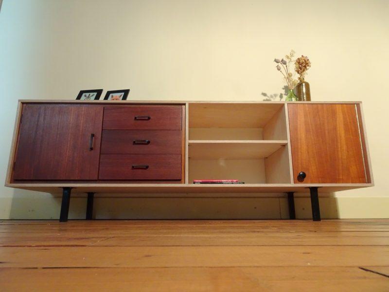 Industriëel design tv meubel / Verkocht