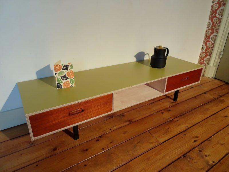 Industriëel design okergeel sideboard, verkocht