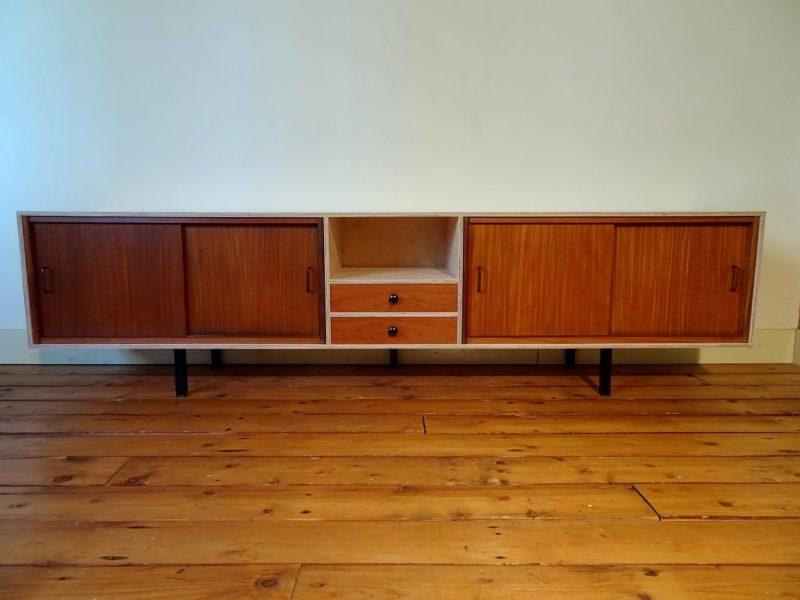 Multiplex dressoir met twee vintage elementen, € 875,-, verkocht